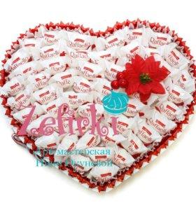 Сердце из киндер шоколада и Raffaello.