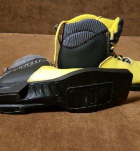 Ботинки лыжные беговые р-р 33