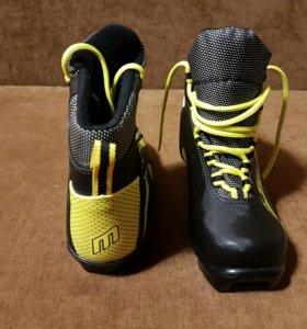 Ботинки лыжные беговые р-р 35
