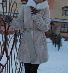 Шуба мутоновая(воротник норка белая)