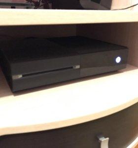 Xbox One 500 GB, + 2 игры на дисках