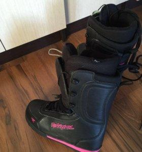 Сноуборд с крепами и ботинками