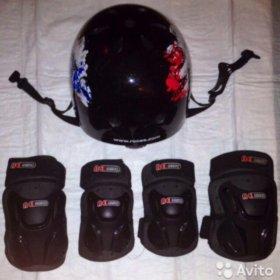 Шлем в комплекте с налокотниками и наколенниками