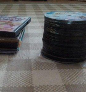 Очень много разных дисков есть фильмы, мультфильмы