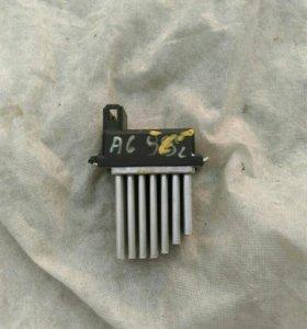 Регулятор вентилятора Audi A6 (4B0 820 521)