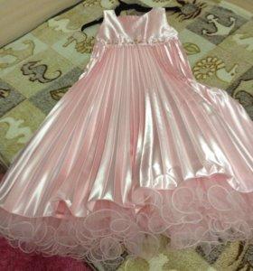 Продам Нарядное платье Маленькая леди с перчатками