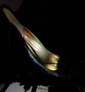 Туфли кожаные, размер 35, по600 рублей,