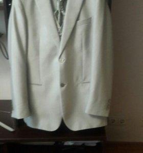 Костюм: брюки, желетка, галстук и пиджак