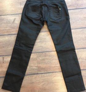 Штаны джинсы лаковые новые