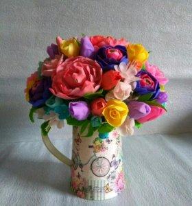 Композиция цветов из полимерной глины.