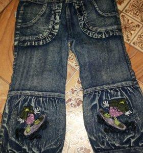 Деские джинсовые брючки ноаые на 2 -3 годика.