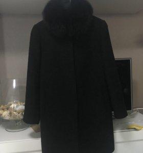 Пальто натуральное с воротником из песца
