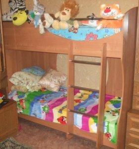 Кроватка двухярусная