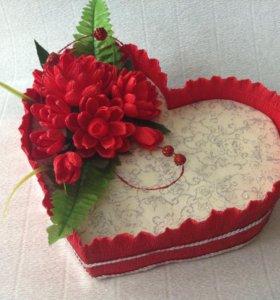 Сердце-сувенир со цветами