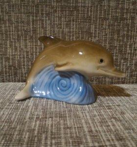 Фарфоровая статуэтка Дельфин