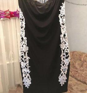Чёрное платье с вышивкой
