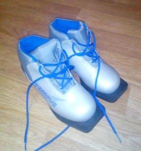 Продам лыжные ботинки размер 34