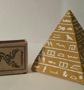 Статуэтка пирамида (камень)