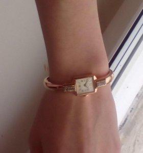 Часы золотые с бриллиантами.