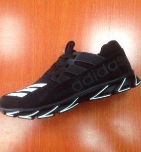 Adidas кроссовки . Новые.