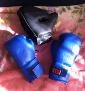 Шлем и перчатки боксёрские