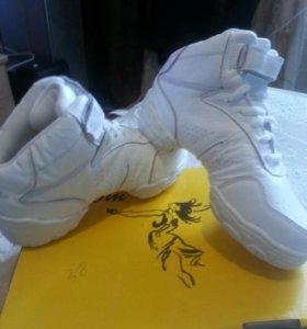 Обувь для танцев , новая