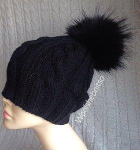 Чёрная шапка косами с помпоном