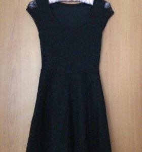 Чёрное платье из кружева