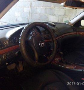 Mersedes-Benz E211