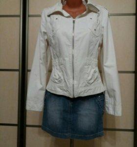 Куртка белая ветровка
