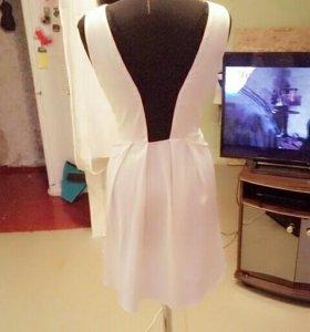 Платье атласное с кружевной спинкой