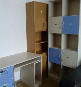 Стол письменный и шкаф для школьника