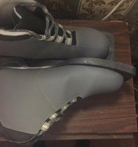 Продам!35 размер )лыжные ботинки