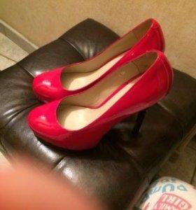 Туфли красные, лаковые Elmonte бренд 39р