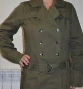 Лёгкая куртка-плащ из плотной ткани