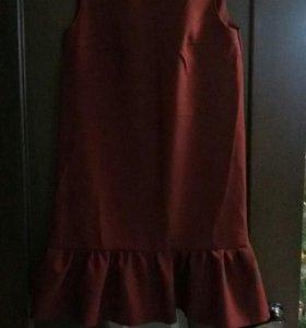 платье цвета марсала.