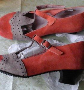 Новые оригинальные модные туфли