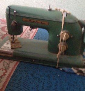 СРОЧНО!!!Швейная машинка,самовывоз