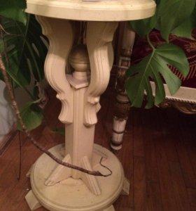 Столик или подставка под цветы.