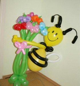 Пчелка на букете
