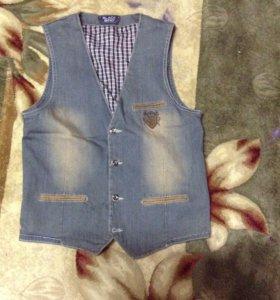 Стильный джинсовый жилет новый