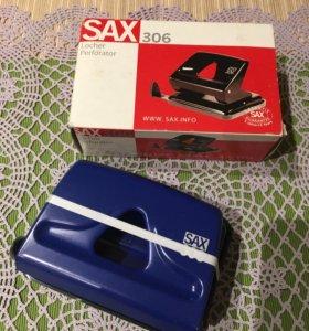 Дырокол Sax 306