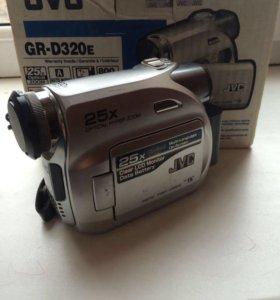 Видеокамера JVS GR-D320e