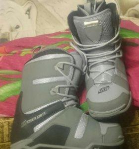 Ботинки для сноуборда новые (детские)