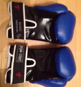 Боксерские перчатки (бокс, кикбоксинг)