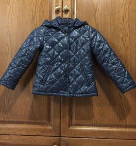 Продаю куртку на девочку,в хорошем состоянии .