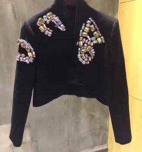 Пиджак короткий с камнями