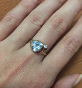 Золотое кольцо с голубым топазом 585 проба