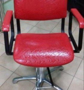 Кожаное кресло.