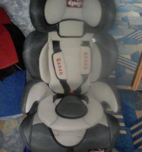 Кресло детское автомобильное универсальное